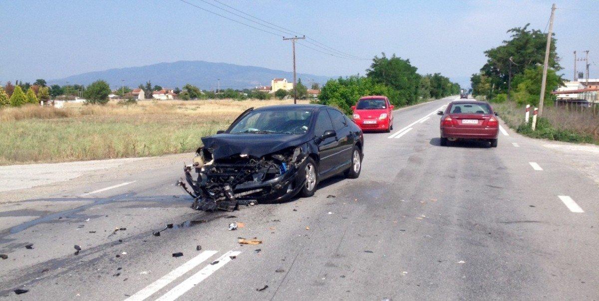 Σφοδρή σύγκρουση οχημάτων το απόγευμα του Σαββάτου στην Παλαιά Εθνική Λάρισας – Βόλου (ΦΩΤΟ)