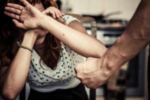 Σύλληψη στη Λάρισα για ενδοοικογενειακή βία