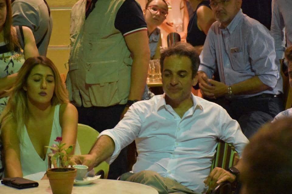 Βραδινός καφές για τον Κυριάκο Μητσοτάκη με θέα το Αρχαίο Θέατρο στη Λάρισα