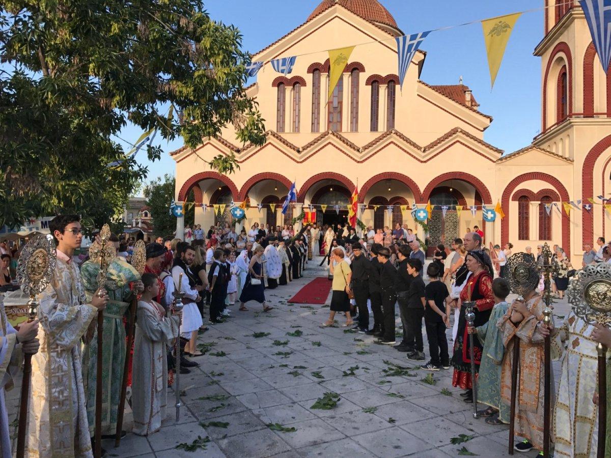 Με λαμπρότητα η εορτή στον Ι.Ν. Πέτρου και Παύλου (ΦΩΤΟ)