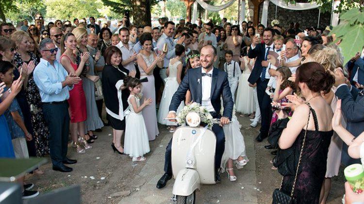 Τρίκαλα: Πήραν τη… vespa κι έφυγαν, νύφη και γαμπρός!
