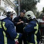 Την έσωσαν οι πυροσβέστες από το φλεγόμενο σπίτι της