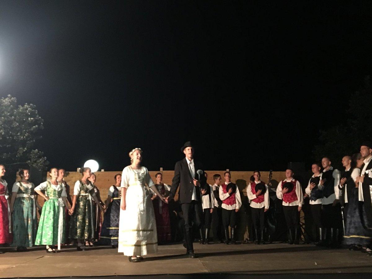 Στο Καστρί Λουτρό το 2ο Διεθνές Φεστιβάλ Παραδοσιακών Χορών (ΦΩΤΟ)
