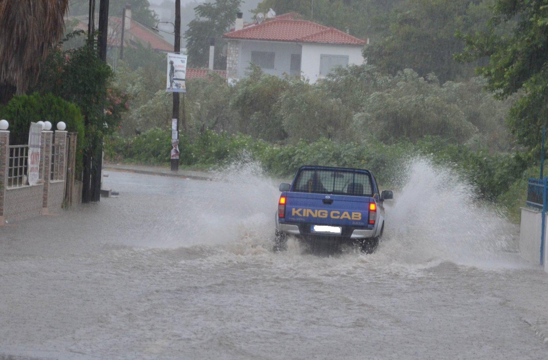παραλια καταιγιδα (2)