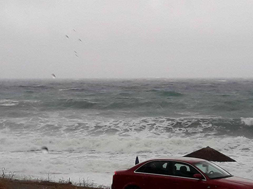 παραλια καταιγιδα (1)