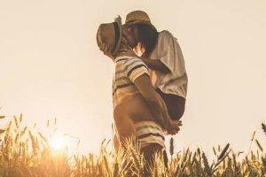 Γιατί όταν φιλιόμαστε γέρνουμε προς τα δεξιά