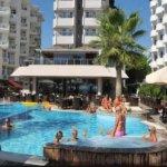 Τουρίστες καταγγέλλουν προσωπικό ξενοδοχείου για σεξουαλική επίθεση
