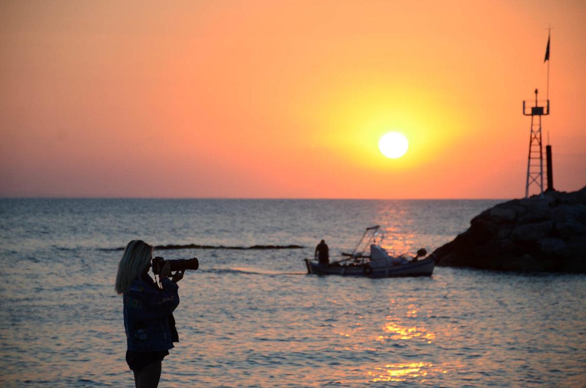 Μαγεύει η ανατολή του Ήλιου στα παράλια του ν. Λάρισας (βίντεο)