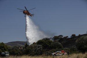 Ζάκυνθος: Πολύ κοντά σε χωριό η φωτιά