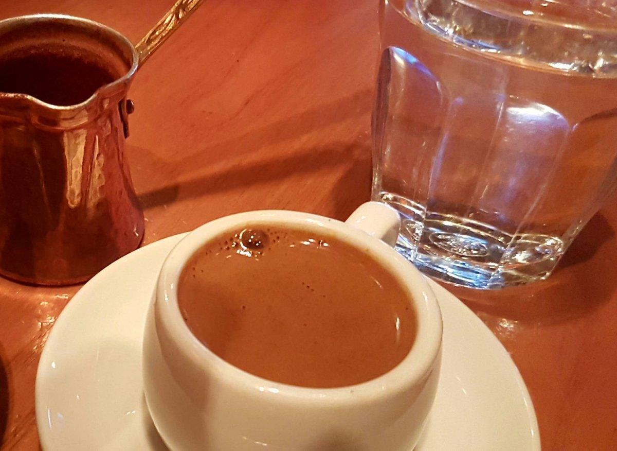 Καφές: Σε ποια ποσότητα προλαμβάνει την απόφραξη των αρτηριών