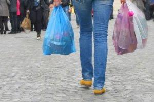 Τι λέει ο Σύνδεσμος Βιομηχανιών Πλαστικών για τις πλαστικές σακούλες