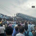 Ινδία: Τουλάχιστον 10 νεκροί και 150 τραυματίες από εκτροχιασμό αμαξοστοιχίας (φωτ.)
