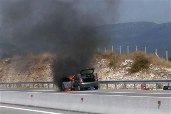 Αναρχικοί έβαλαν φωτιά στο αυτοκίνητο συμβολαιογράφου