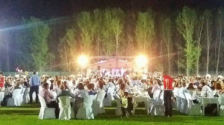 Γέμισαν το… γήπεδο, στο γάμο του γιου δημάρχου