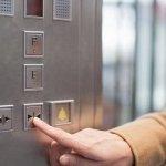 Εφιάλτης για 91χρονο σε ασανσέρ πολυκατοικίας