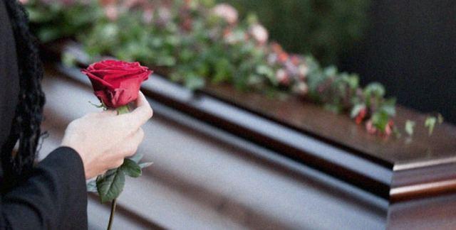 Φθιώτιδα: Χαμός σε κηδεία – Τον έθαψαν και τον ξέθαψαν