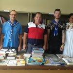 Προσφορά βιβλίων στο ΠΓΝΛ από τους Αεροπροσκόπους