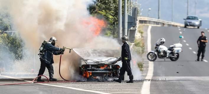 Aυτοκίνητο πήρε φωτιά