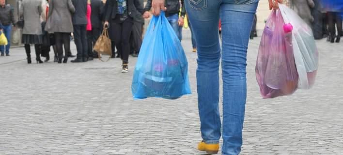 Από την 1η του έτους τρία λεπτά η κάθε πλαστική σακούλα