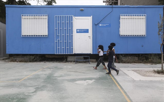 Επιτάχυνση της μετεγκατάστασης προσφύγων ζητεί η Κομισιόν
