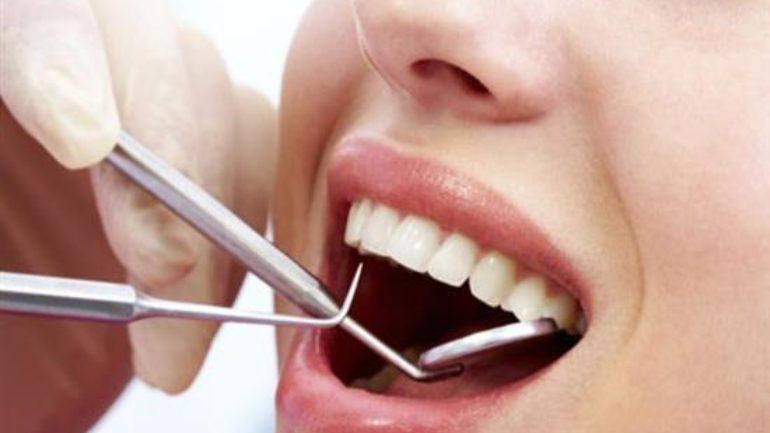 Κατάχρηση με τη λεύκανση δοντιών και αμέλεια για τη στοματική υγεία δείχνουν οι Έλληνες