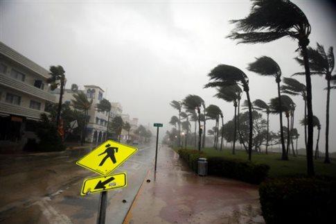 Νεκροί και εκατομμύρια στο σκοτάδι από τον κυκλώνα Ίρμα
