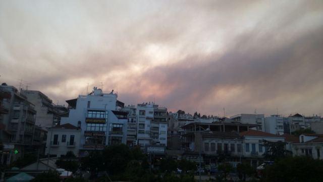 Λαμία: Τι είναι ο «καπνός» που σκέπασε την πόλη;