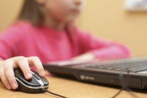 Πότε και πώς πρέπει τα παιδιά να χρησιμοποιούν το διαδίκτυο