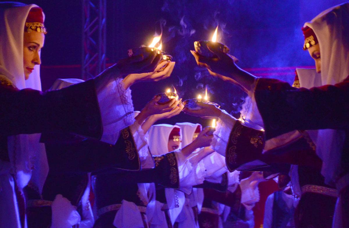 Κορυφαία παράσταση από το Λύκειο Ελληνίδων Λάρισας (φωτ.)