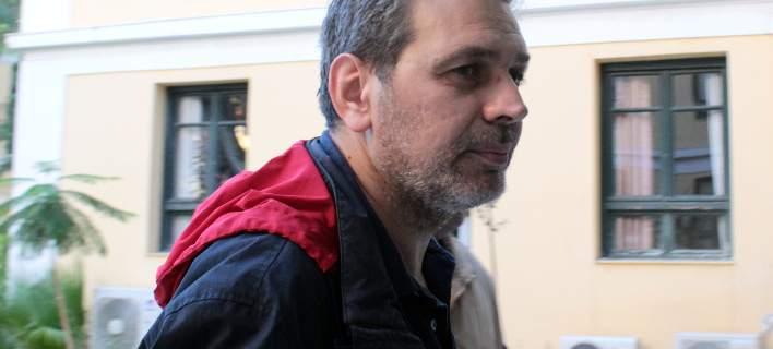 Πυροβόλησαν δικαστικό επιμελητή στα γραφεία της εφημερίδας «Μακελειό»