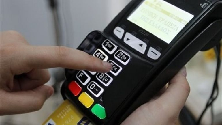 Λάρισα: Έκλεψε κάρτα από αυτοκίνητο και έκανε αγορές