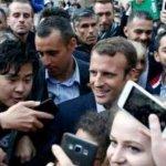 Τουλάχιστον 20.000 πολίτες στο Ελιζέ – Συνωστισμός για μια σέλφι με τον Μακρόν