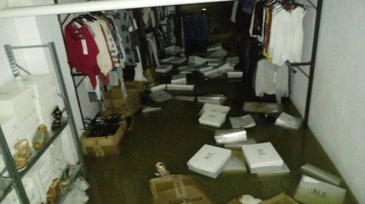 Πλημμύρισαν καταστήματα στο Κέντρο των Τρικάλων (ΦΩΤΟ)