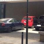 Στεγασμένο «πάρκινγκ» στο… γιαπί – θέατρο της Λάρισας (ΦΩΤΟ)