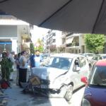 Αυτοκίνητο μπήκε μέσα σε καφενείο στα Τρίκαλα