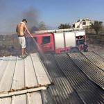 Τερψιθέα: Στις αυλές σπιτιών φωτιά από καλαμιές (φωτ.)