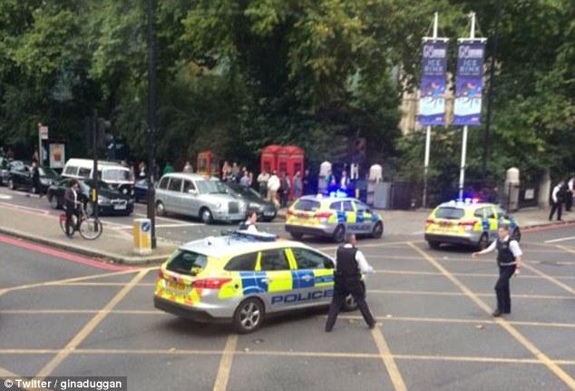 Οδηγός απειλεί να παρασύρει ποδηλάτες στο Λονδίνο