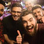 Οι άντρες περνούν καλύτερα με τους φίλους παρά με τη σύντροφο