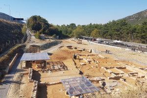 Εντυπωσιακές εικόνες από τον αρχαιολογικό χώρο στα Τέμπη