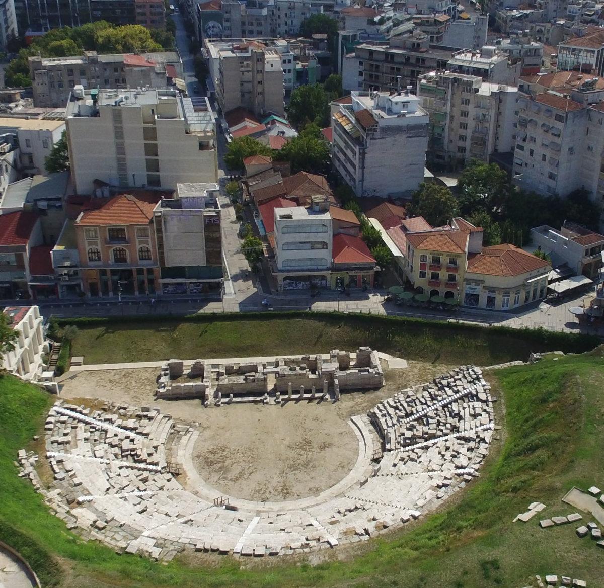 Φρένο βάζει το Διοικητικό Δικαστήριο στην απαλλοτρίωση των κτιρίων μπροστά από το Αρχαίο Θέατρο Λάρισας