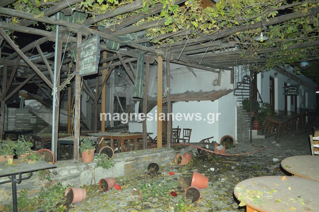 «Βομβαρδισμένο» τοπίο στην Πορταριά μετά από έκρηξη σε ταβέρνα
