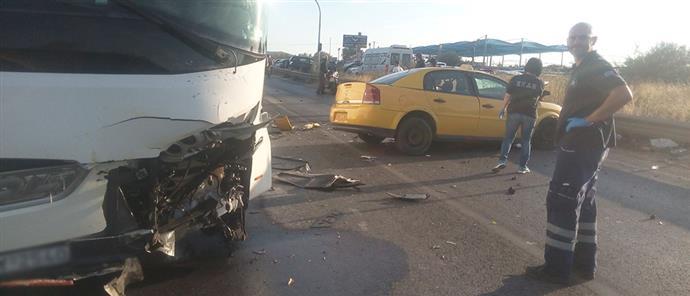 Νεκρός από σύγκρουση ταξί με πούλμαν