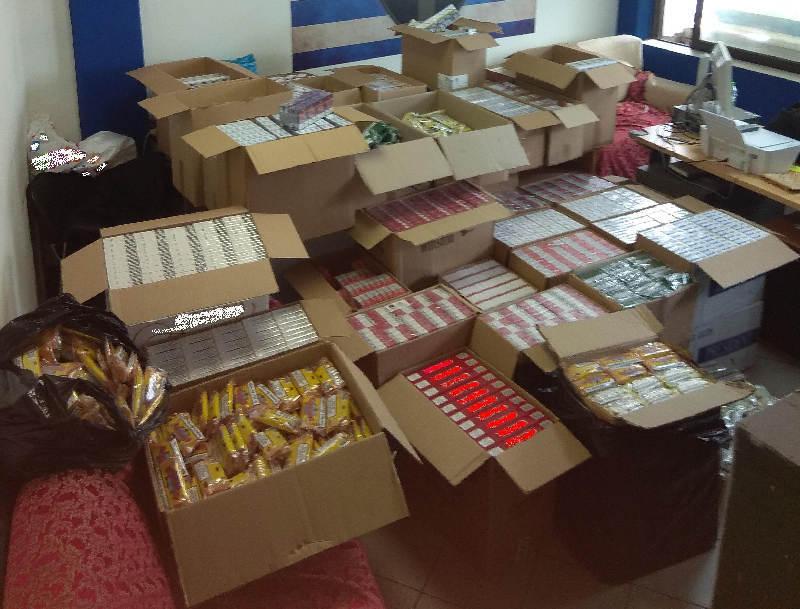 Κρύπτη σε όχημα είχε μέσα 2.000 πακέτα τσιγάρων!