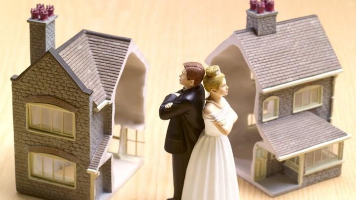 Τα ζευγάρια χωρίζουν για να γλιτώσουν από φόρους, τράπεζες και να εισπράξουν επιδόματα