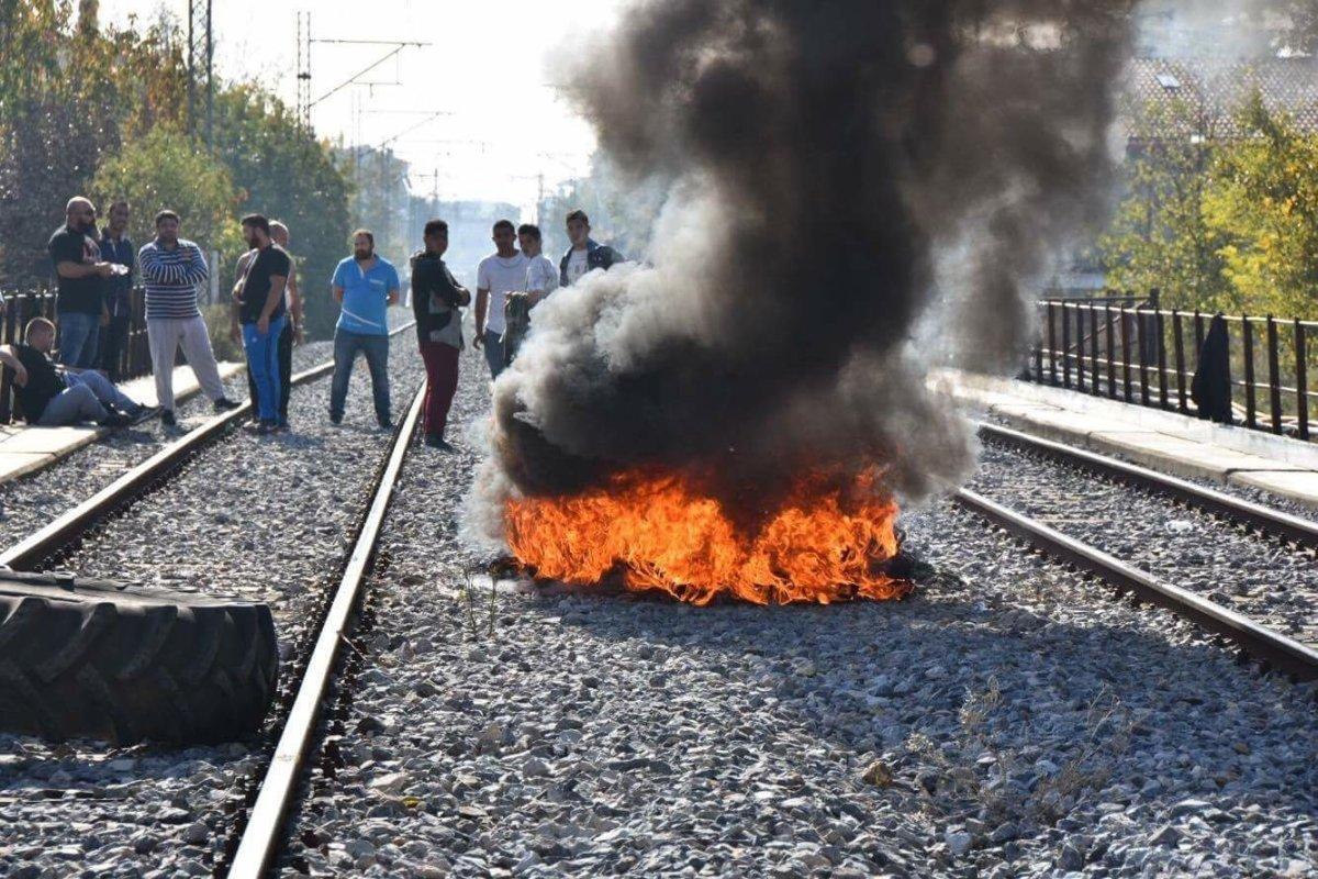 Νέα διαμαρτυρία κατοίκων της Νέας Σμύρνης σε εξέλιξη στις γραμμές του ΟΣΕ στη Λάρισα