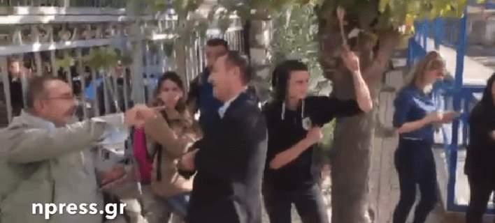 Μαθητές κλείδωσαν τον διευθυντή στο γραφείο του