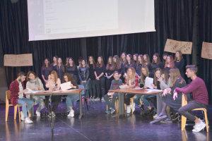 Θεατρικό μαθητών 3ου Λυκείου Λάρισας για το Πολυτεχνείο (φωτο)