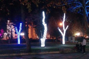 Φωταγώγησαν – δοκιμαστικά – το «Πάρκο των Ευχών» στη Λάρισα (φωτο)