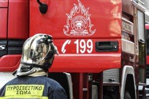 Φωτιά σε προαύλιο εργοστασίου έξω από τη Λάρισα