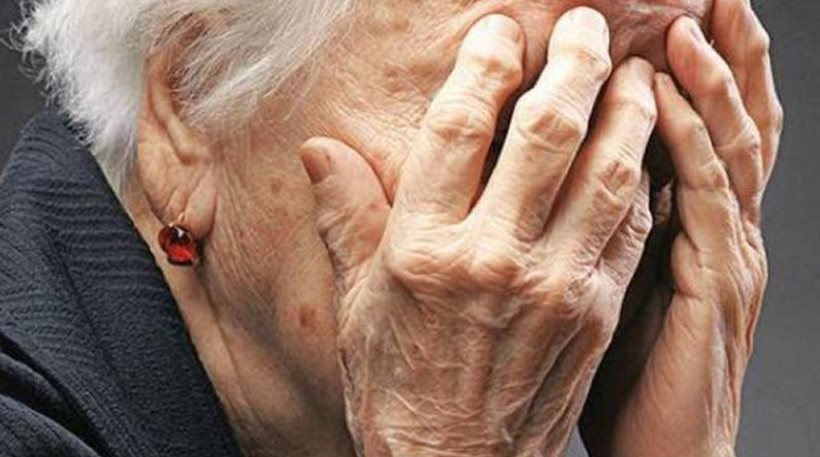 Έκλεψαν και χτύπησαν 92χρονη, συνελήφθη ο ένας ανήλικος δράστης